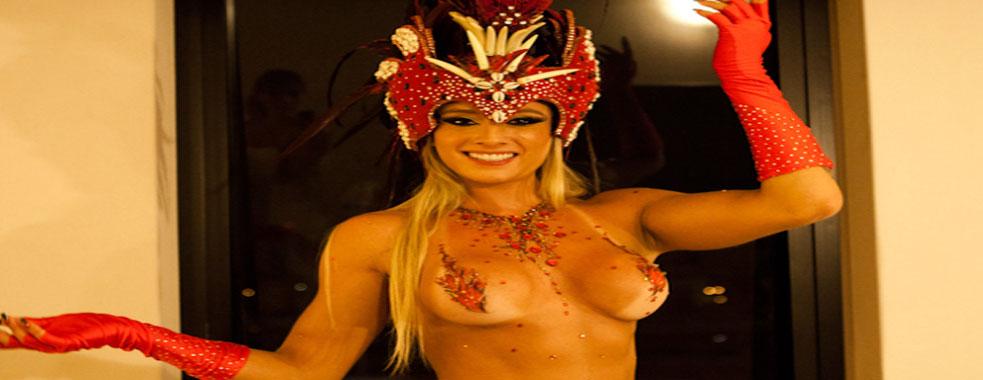 Musas abandonam nudez e fantasias no desfile das campeãs