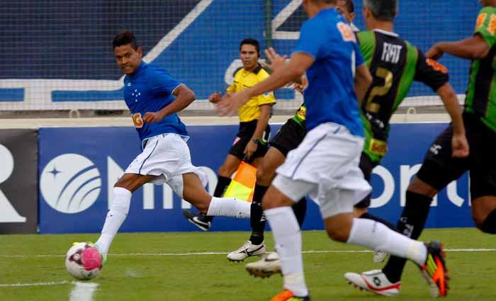 De virada, Cruzeiro vence o América por 2 a 1