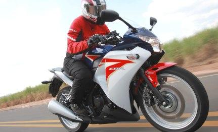 Honda CBR 250R chega ao Brasil por R$ 15.490