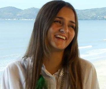 Garota que leiloa virgindade na internet já recebeu mais de US$ 200 mil em lances