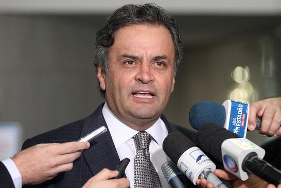 Aécio Neves (MG) alega que o conteúdo das propagandas de 30 segundos que vão ao ar na próxima semana atende a uma cobrança dos eleitores do PSDB