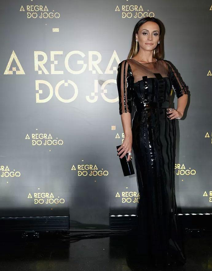 Suzana Pires surge com longo preto para festa de lançamento (Foto: Raphael Dias/Gshow)
