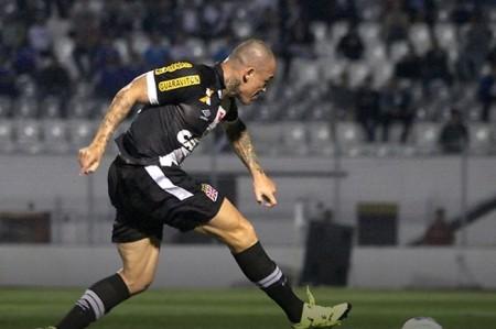 Leandrão marcou o gol do triunfo do Vasco