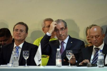 Os presidentes do Senado, Renan Calheiros, e da Câmara, Eduardo Cunha, participam do Congresso da Fundação Ulysses Guimarães e do PMDB, em Brasília  (Foto: José Cruz/Agência Brasil)
