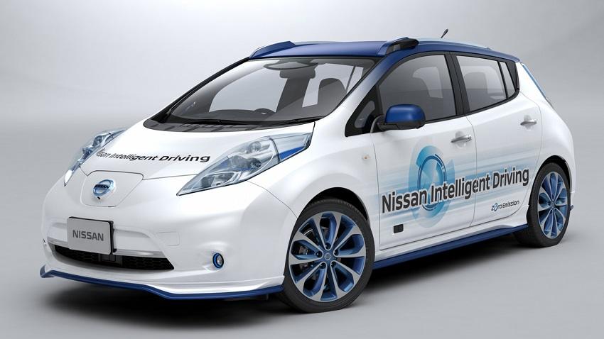 Nissan Motor Corporation presentó su primer vehículo prototipo oficial el cual demuestra completa conducción autónoma tanto en autopistas, como en calles y caminos urbanos.