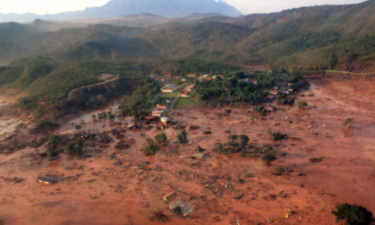 O rompimento da barragem da Samarco em Mariana pode ser o mais grave já registrado no Brasil, segundo dados do Comitê Brasileiro de Barragens. (Foto: Corpo de Bombeiros)