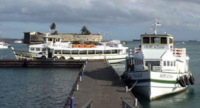 A maré baixa prejudica operações das lanchas de Mar Grande