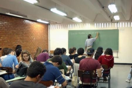 Reajuste do piso nacional do salário dos professores é concedido anualmente e definido com base na Lei 11.738/2008, conhecida como Lei do Piso (Foto: Agência Brasil)