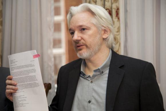 Procuradoria sueca pede prisão de Assange por denúncia de estupro