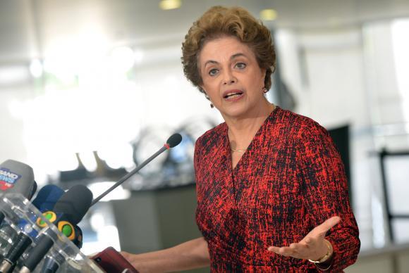 """Ao citar o processo de impeachment em tramitação na Câmara dos Deputados, Dilma disse que não há """"crime de responsabilidade"""" (Wilson Dias/Agência Brasil)"""
