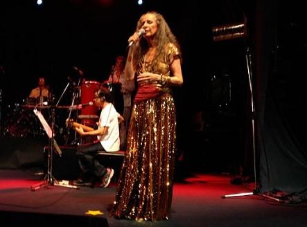 O show de Maria Bethânia  nesta sexta-feira terá  participação especial de Margareth Menezes. (Foto: Reprodução/Facebook)