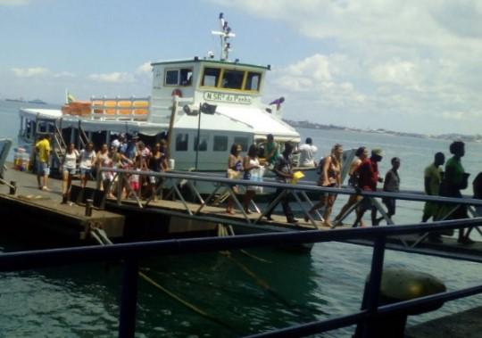 O desembarque é tranquilo. Travessia opera de meia em meia hora.  (Foto: Astramab/Divulgação)