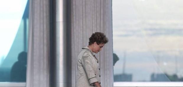 Dilma Rousseff e auxiliares ficaram os últimos dias sem dinheiro para comprar comida para o Alvorada. (Foto: Reprodução/O Globo)