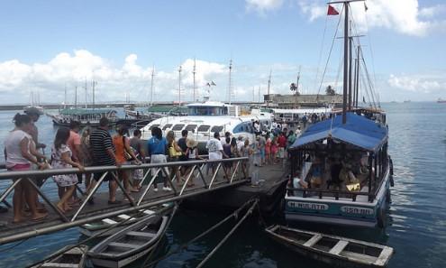 O embarque foi muito movimentado para os catamarãs do Morro de São Paulo e escunas de turismo.
