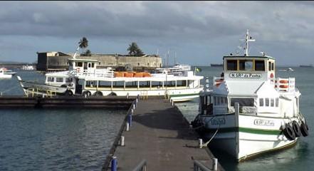 Os barcos da travessia param devido à maré baixa. (Foto: Astramab/Divulgação)