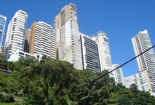 Vista   do Corredor da Vitória, que tem o m² mais caro para venda em Salvador. (Foto: Reprodução)