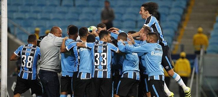 Depois de 16 pênaltis, o Grêmio vence o Atlético-PR por 4 a 3 e está nas quartas de final da Copa do Brasil