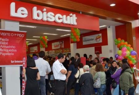 """Slogan da  capanha da Le Biscuit: """"Tem uma festa de promoções com descontos de até 80%"""""""