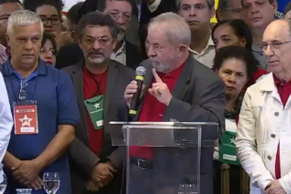 Ex-presidente Luiz Inácio Lula da Silva faz discurso e critica procuradores que o denunciaram na peração Lava Jato (Reprodução/TV)