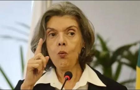 Cármen Lúcia, presidente do STF exigiu dos demais poderes 'respeito' ao Judiciário, após Renan Calheiros chamar de 'juizeco' juiz que autorizou operação da PF  no Senado.