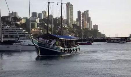 O passeio de escuna pelas ilhas da baía deve atrair muitos turistas no final de semana (Foto: Astramab/Divulgação)