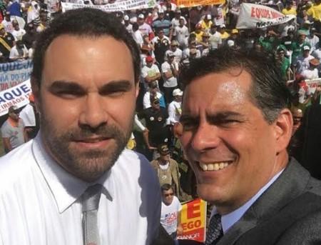 Os deputados baianos Adolfo Viana (E) e Leur Lomanto participaram do ato em defesa da vaquejada.