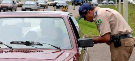 A infração gravíssima, que antes tinha multa de R$ 191,54, passará a ter o valor de R$ 293,47.