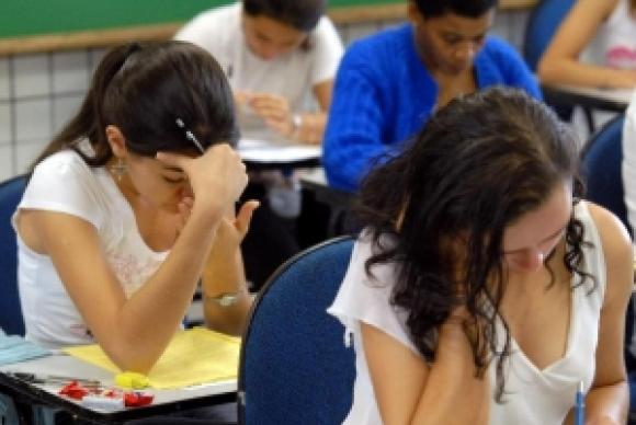 Estudantes fazem a prova do Enem  (Arquivo/Agência Brasil)