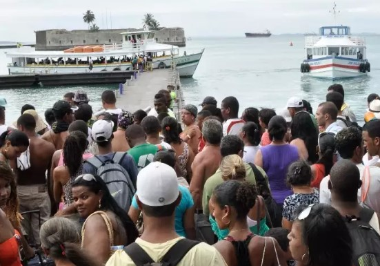Movimento de embarque na travessia Salvador-Mar Grande  (Foto: Astramab/Divulgação)
