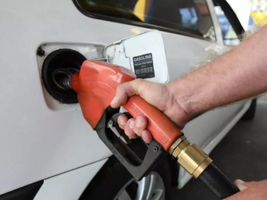 Apesar das quedas, os dois combustíveis acumulam altas de preços em setembro.