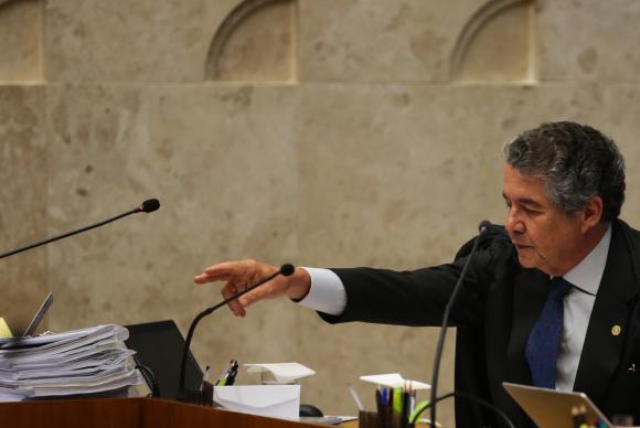O Supremo Tribunal Federal (STF) realiza sessão plenária, para julgar em definitivo a liminar concedida pelo ministro Marco Aurélio Mello, que afastou do cargo o presidente do Senado, Renan Calheiros (Foto: José Cruz/Agência Brasil)