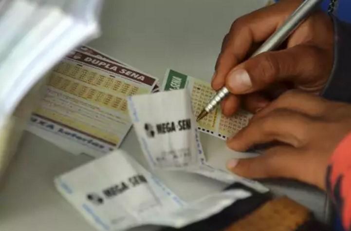 Mega da Virada movimentam lotéricas; prêmio já chega a R$ 225 milhões