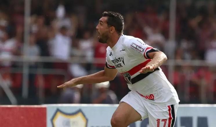 A goleada com três gols de Gilberto  faz o São Paulo ficar na primeira colocação do Grupo B do Paulistão, com três pontos.  (Foto: Rubens Chiri / saopaulofc.net)