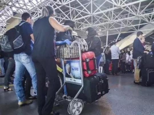 Aeroportos têm grande movimento neste feriadão  (Foto:  José Cruz/Agência Brasil)