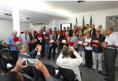 Jornalistas e radialistas foram homenageados na ABI (Foto: Carol Garcia/GovBa)