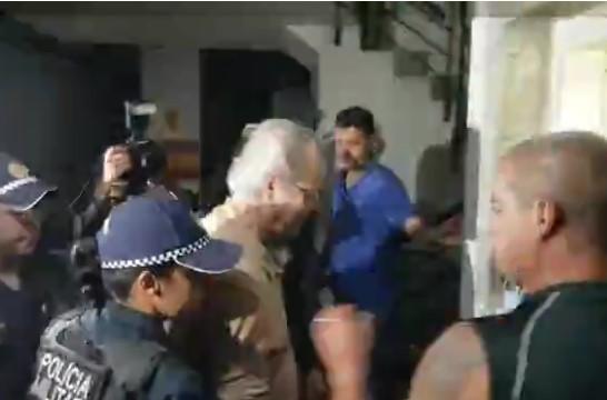 Dirceu foi recebido aos gritos de ''ladrão, ladrão'' em Brasília. (Foto: Imagem TV/Reprodução)