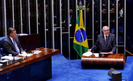 O ex-deputado federal Leur Lomanto discursou em nome da família.