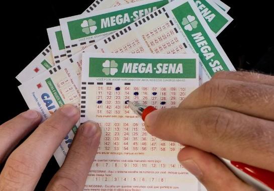As apostas da Mega-Sena podem ser feitas até às 19h no dia do sorteio. A aposta mínima custa R$ 3,50.