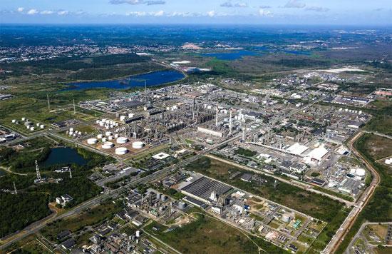O Polo Industrial de Camaçari abriga atualmente mais de 90 empresas, sendo 35 unidades industriais químicas e petroquímicas. (Foto: Divulgação)