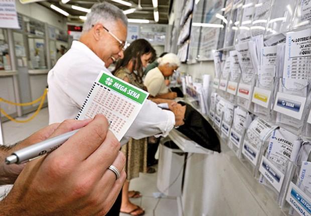 O prêmio de R$ 50 milhões pode render deve movimentar as casas lotéricas neste sábado.