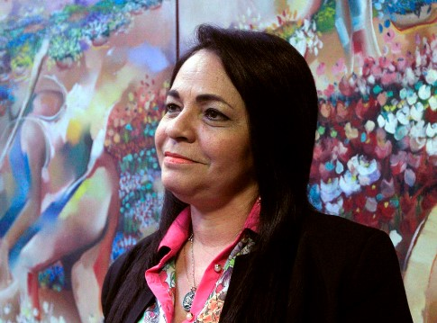 A prefeita Moema Granacho é acusada de não cumprir acordo com os cuidadores de educação.