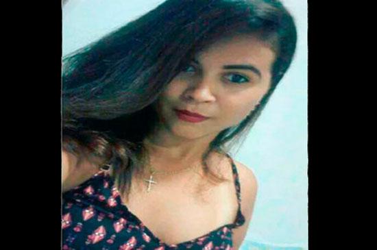 Jéssica Avelino Morais ainda chegou a ser levada para um posto médico do bairro, mas não resistiu. (Foto: Reprodução/Facebook)