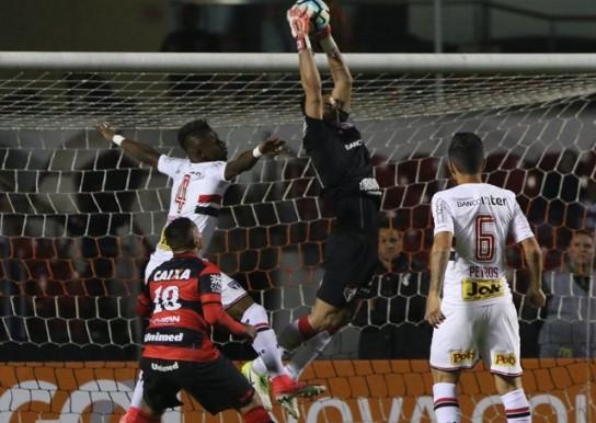 Brasileirão 2017: São Paulo sai na frente, mas cede empate ao Atlético-GO