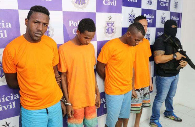 Os quatro presos já possuíam passagens pela polícia por tráfico de drogas. (Foto: Alberto Maraux)
