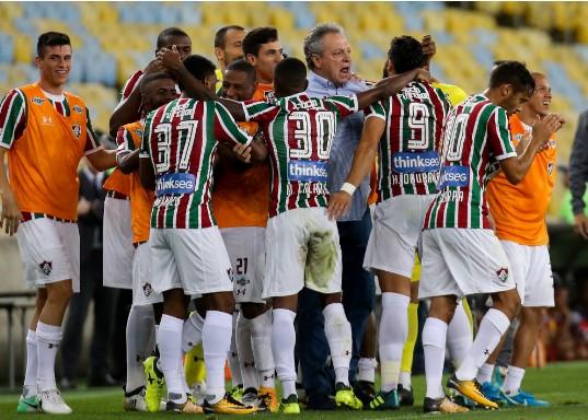 Fluminense vence o Atlético-GO em noite de homenagem a Abel