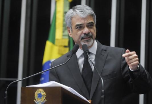 Humberto Costa (PT-PE) é o senador que custa mais caro ao contribuinte. Este ano: R$ 675,4 mil apenas entre janeiro e agosto. (Foto: Agência Senado)
