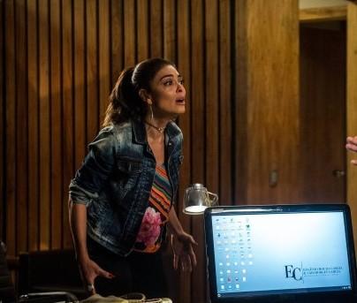 Bibi   descobrirá que Carine  não está na favela também.