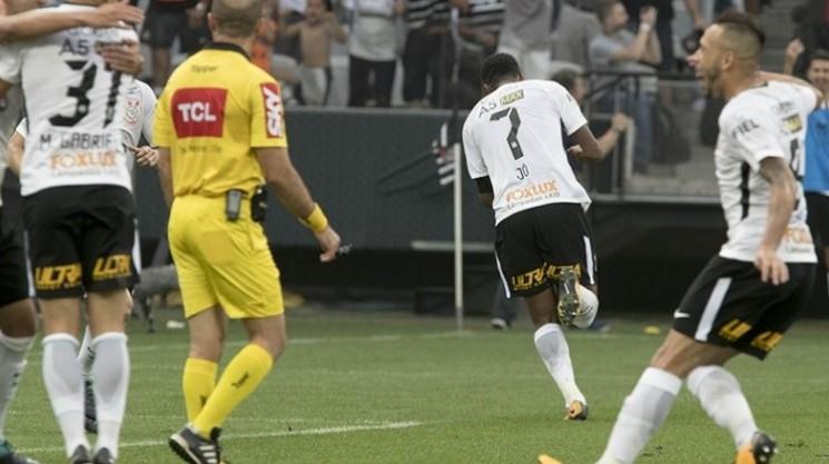 Jô marcou o gol que garantiu mais três pontos para o Corinthians (Foto: Agência Corinthians/Divulgação)