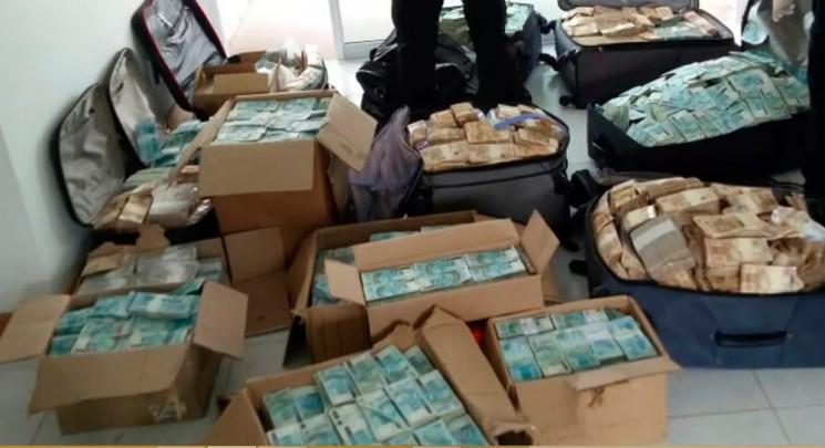 Malas e caixas  entulhadas de dinheiro foram encontradas pela Polícia Federal