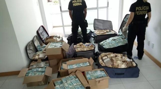"""PF achou malas e caixas com dinheiro em endereço de Salvador que seria utilizado por Geddel Vieira Lima como """"bunker"""". (Foto: Polícia Federal, Divulgação)"""